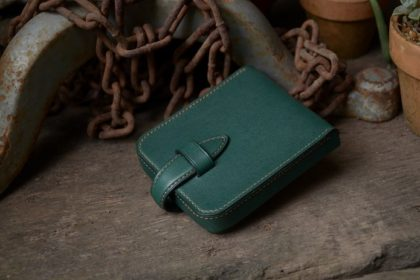 Koma stitch wallet made of green leather
